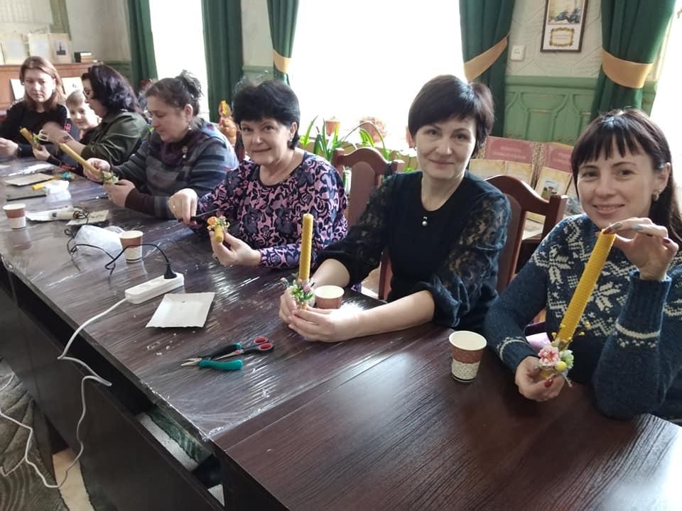 На Рівненщині провели благодійний майстер-клас з виготовлення свічок