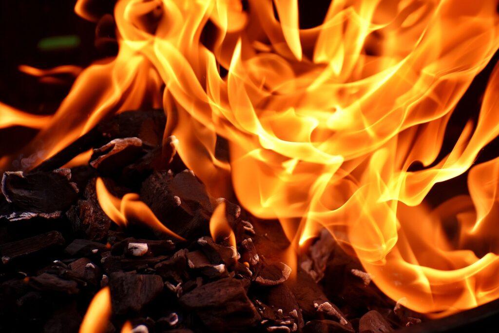 На Рівненщині за минулу добу п'ять разів гасили пожежі