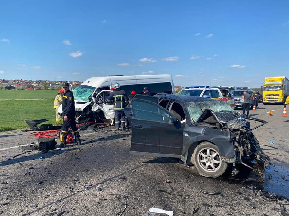 У ДТП на Рівненщині загинули двоє людей, серед них дитина