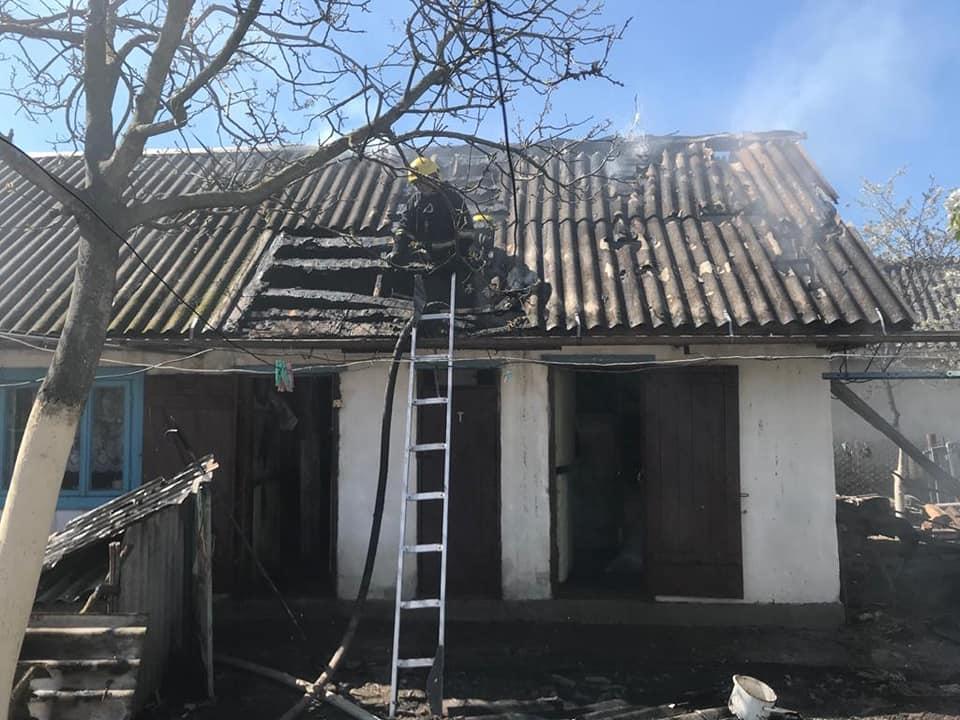 У Костополі від пожежі врятували три будівлі