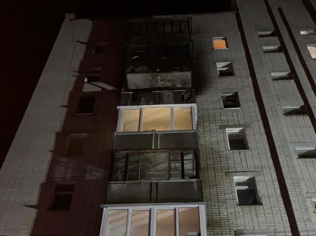 Вночі у Рівному загорівся балкон дев'ятиповерхівки (ФОТО)