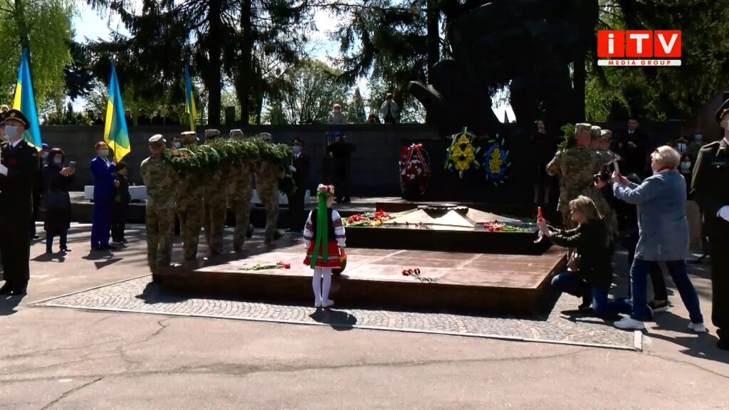 На військовому меморіалі Дубенського кладовища відбувся мітинг-реквієм (ВІДЕО)