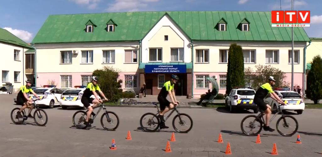 Підсилення рівненських копів: патрулювати місто виїхали патрульні на велосипедах (ВІДЕО)
