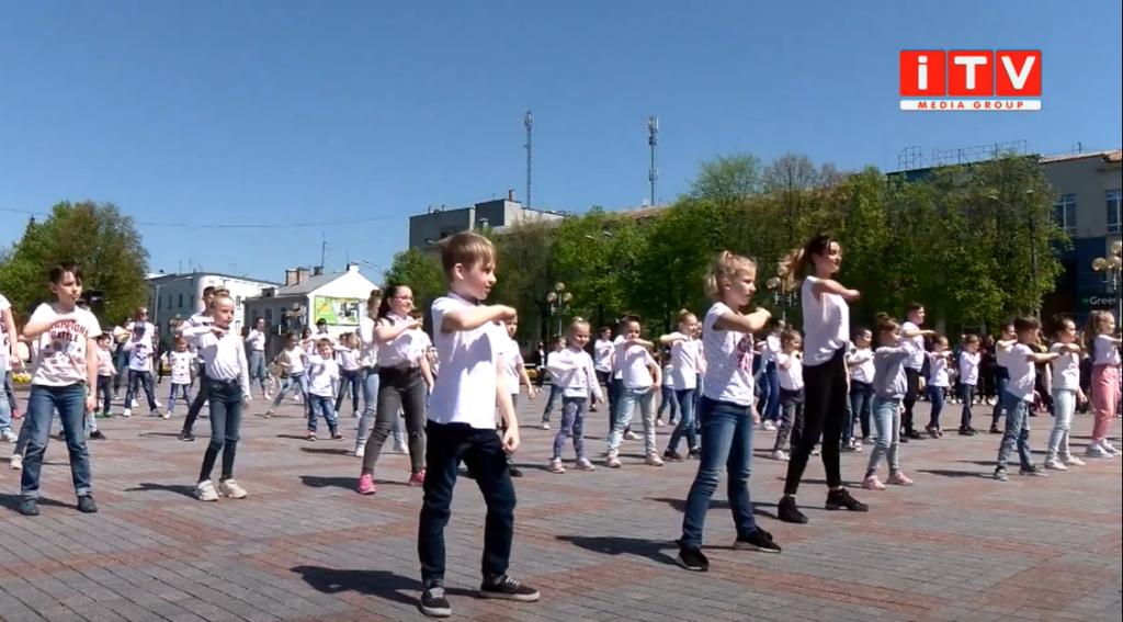 У Рівному провели танцювальний флешмоб (ВІДЕО)