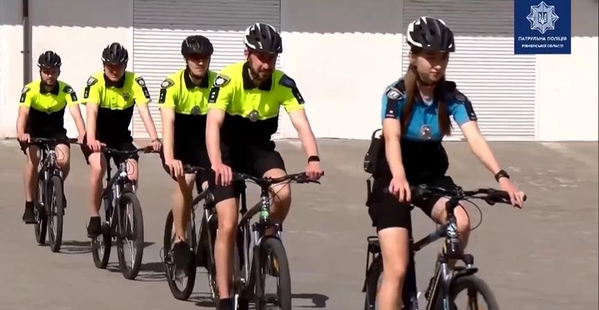 На вулиці Рівного повертається поліцейський велопатруль