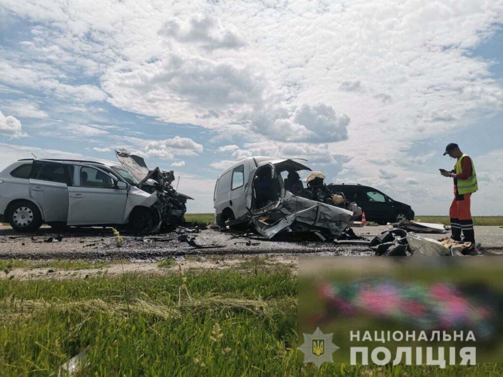 Неподалік Рівного внаслідок лобового зіткнення двох авто загинули троє людей