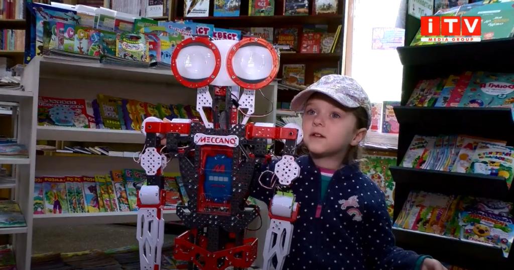 У книгарні Рівного запрацював робот-консультант (ВІДЕО)