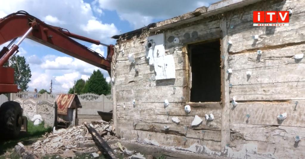 У Малій Любаші вщент згорів будинок: сім'я потребує допомоги (ВІДЕО)