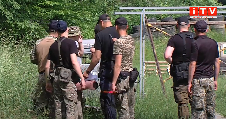 На полігоні стріляли: рівненські спецпризначенці вправлялися у стрільбі (ВІДЕО)